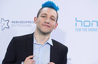 Der Youtuber Rezo Bei Einer Preisverleihung Sein Video Ueber Die Cdu Ist Sehr Erfolgreich Wie Viele Seiner Videos