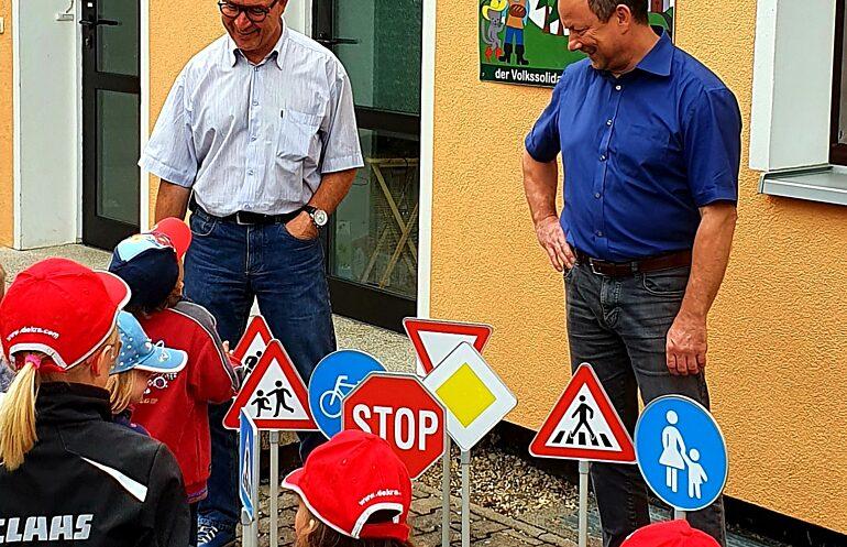 Albert Weiler Und Carsten Sache Im Kindergarten Maerchenland