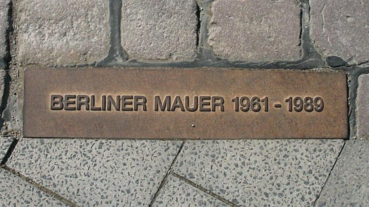 640Px Berliner Mauer Gedenkmarkierung