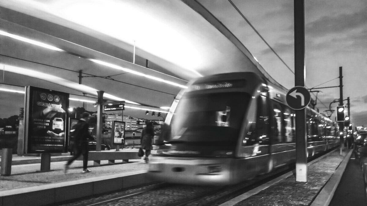 Bahn Medium