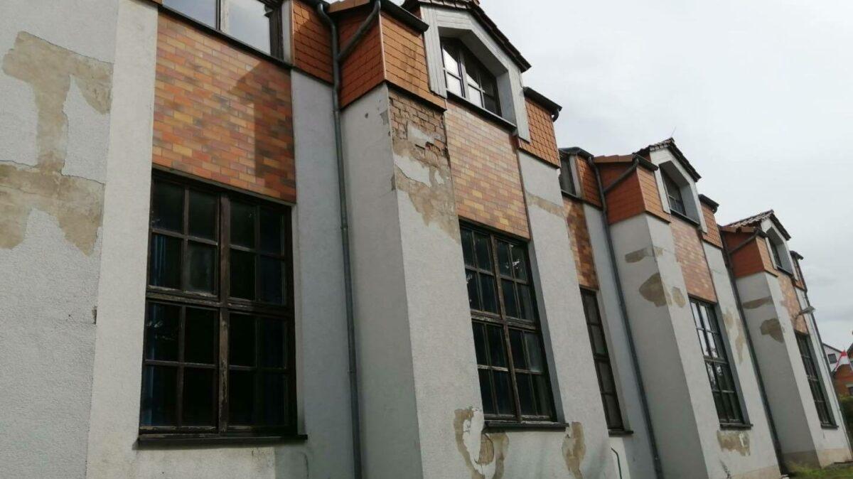Sanierungsbeduerftiger Saal Neuendorf