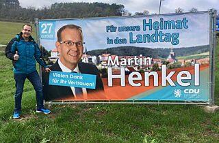 Wahlplakat nun mit Dankesaufkleber