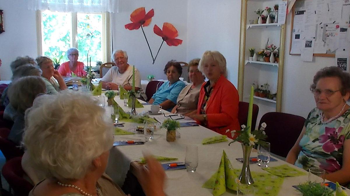 Simone Am Tisch 2