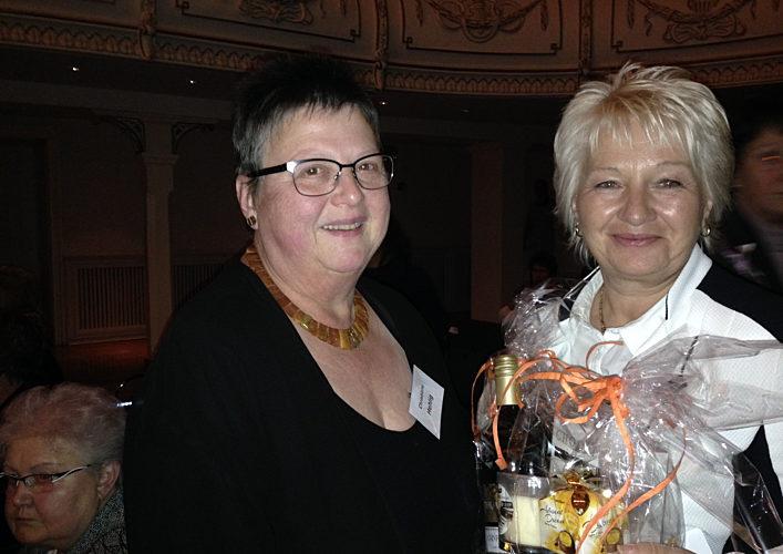 Simone Und Frau Mehlig Mit Praesent