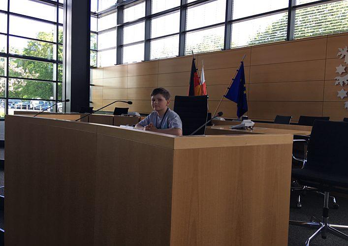Schüler als Landtagspräsident