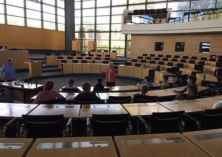 Im Plenarsaal mit den Schülern